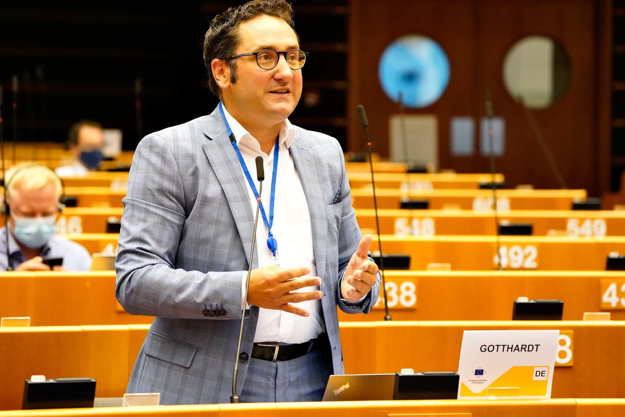 Ein Oberpfälzer kämpft für die Regionen in Europa Der Kallmünzer Tobias Gotthardt vertritt den Freistaat Bayern in Brüssel – und macht sich auch für Reformen und mehr Bürgernähe stark.