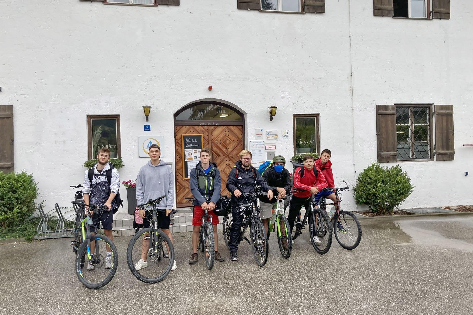 Sportjugend unterwegs in Berchtesgaden Sport, Umwelt- und Naturschutz standen im Mittelpunkt der viertägigen Bildungsmaßnahme der Sportjugend Regensburg