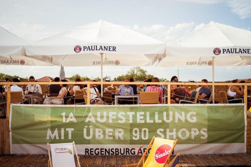 Arcaden Beach: Urlaub daheim bis Mitte September Der Südseestrand der Regensburg Arcaden verlängert
