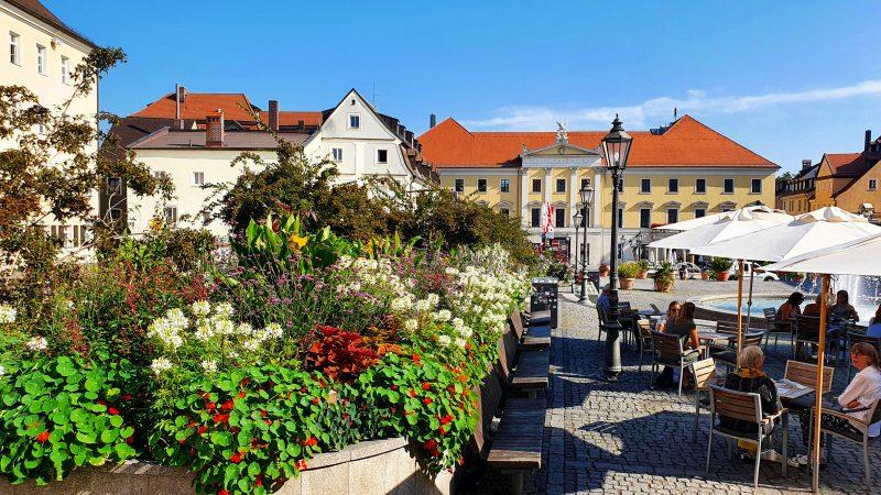 Bismarckplatz kommt nicht zur Ruhe Sanierungsarbeiten kommen für Gastronomen zur Unzeit