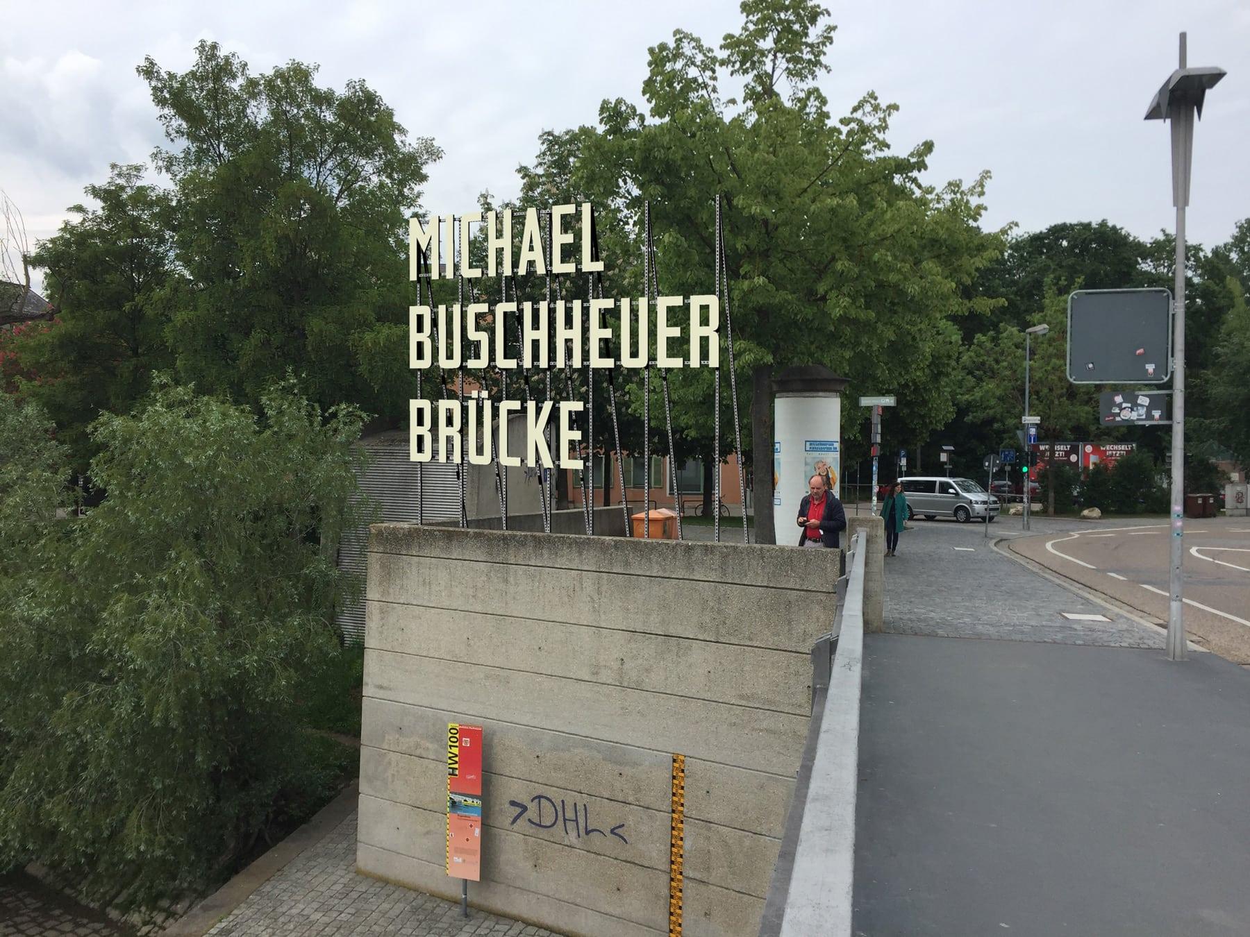"""Eiserne Brücke wird """"Michael-Buschheuer-Brücke"""" – aber nur temporär Symbolische Umbenennung zu Ehren des Sea-Eye-Gründers"""
