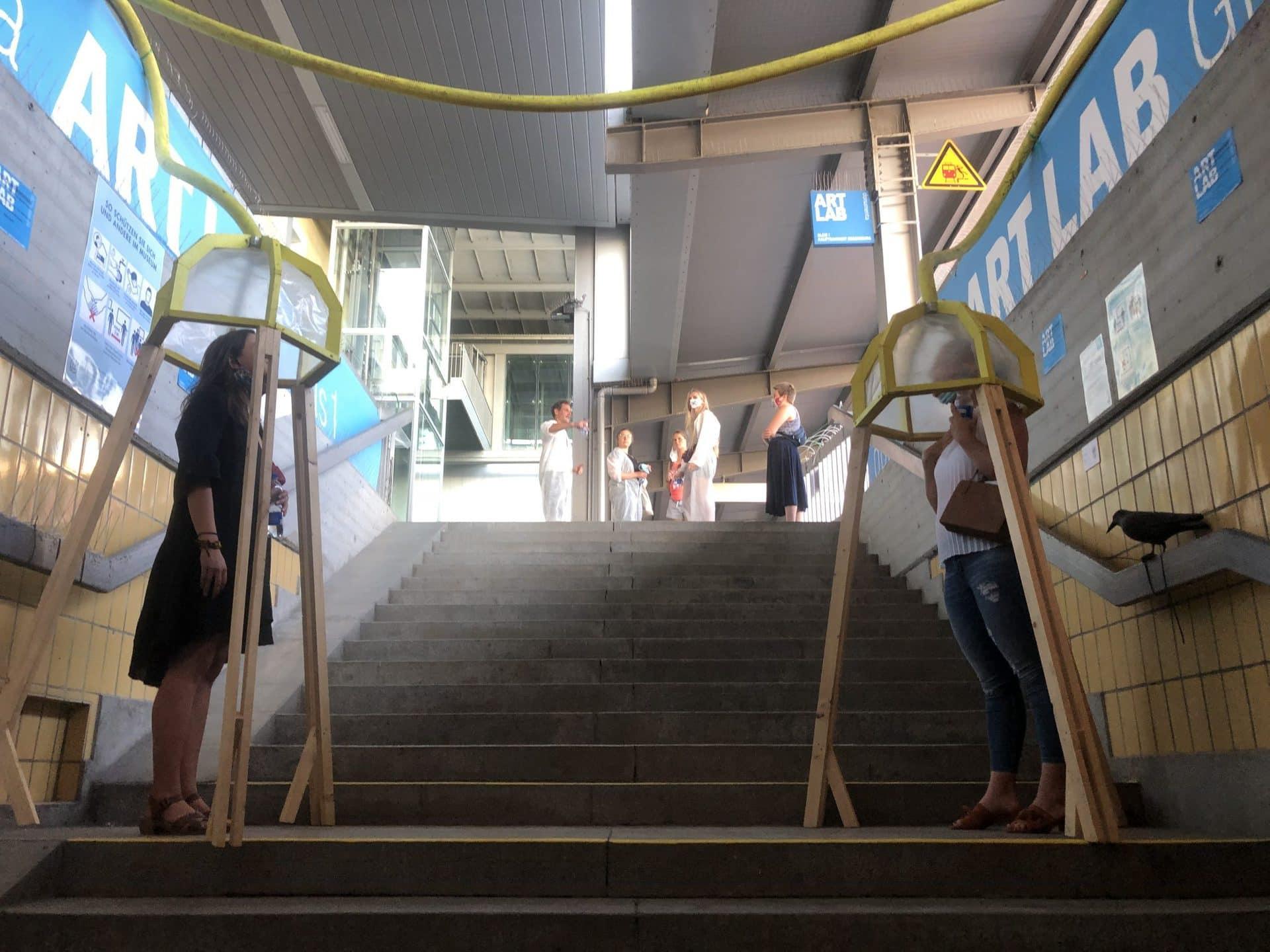 """""""Corona Design Lab"""" eröffnet im Hauptbahnhof Studierende der OTH zeigen wie Menschen mit Abstand und aerosolfrei kommunizieren können"""