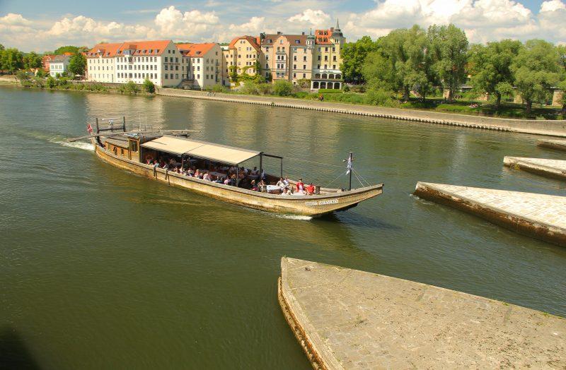Das Weltkulturerbe Regensburg von der Wasserseite aus erleben Urlaub auf der Donau mit der Klingerflotte