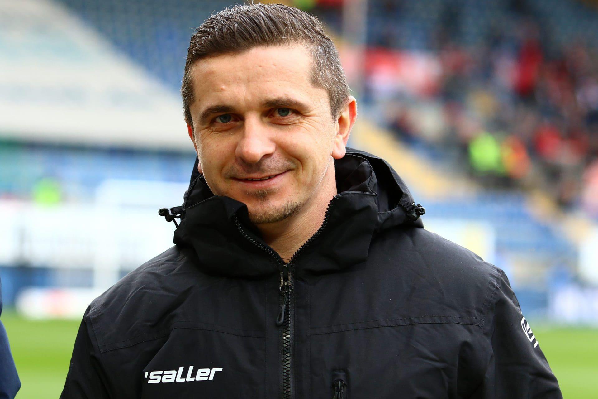 """Mersad Selimbegovic: """"Wir werden von Woche zu Woche besser"""" Vor dem Start in der 2. Fußball-Bundesliga: Der Cheftrainer des SSV Jahn Regensburg im großen Blizz-Interview"""