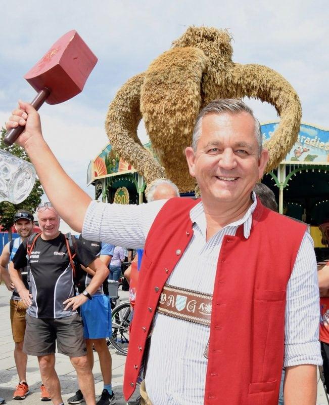 """Geplanter """"DEZ-Biergarten"""" aus Vernunftgründen abgesagt Festwirte Alfred Glöckl und Otto Maier ziehen in Abstimmung mit der Stadt die Reißleine"""