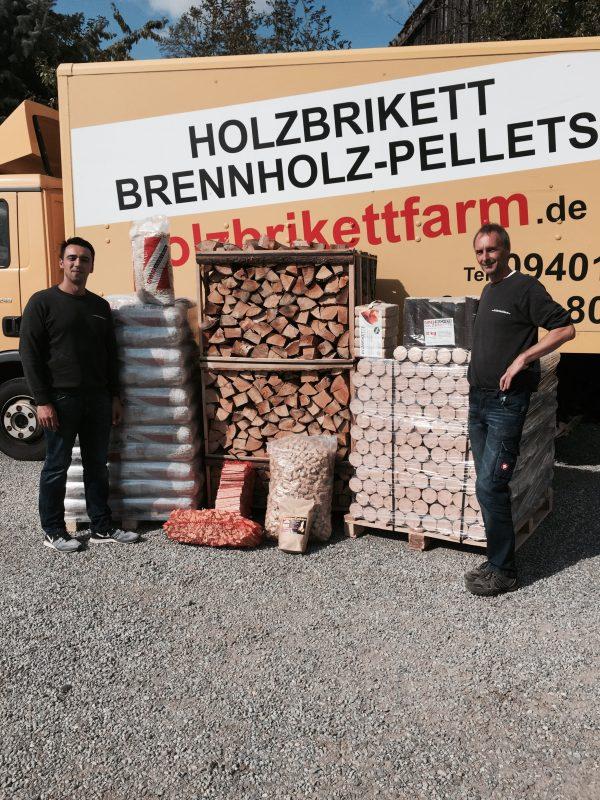 Jetzt schon vorsorgen: Wohlige Wärme für den Winter Bei der Holzbrikettfarm in Friesheim gibt es Brennholz von regionalen Anbietern
