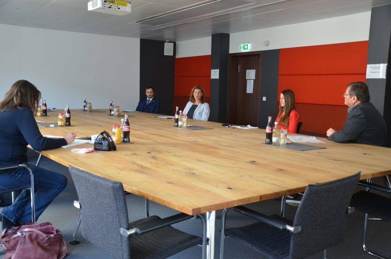 """Landrätin Tanja Schweiger: """"Davon profitiert unsere gesamte Gesellschaft"""" Erfolgsgeschichte Jugendsozialarbeit an Schulen im Landkreis Regensburg geht weiter"""