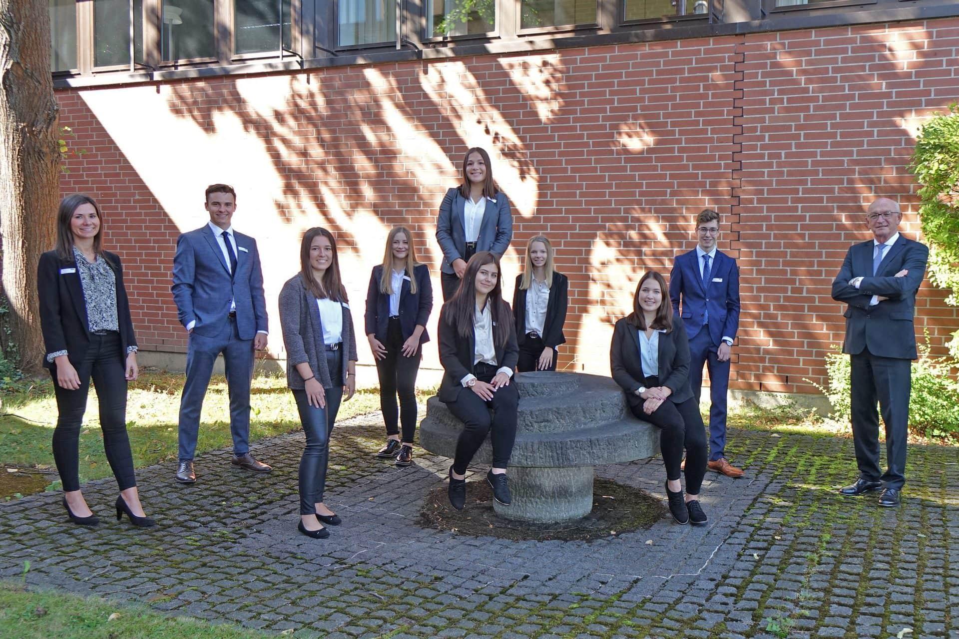 Ausbildungsbeginn unter ungewöhnlichem Vorzeichen Junge Frauen und Männer starten bei der AOK in Regensburg ins Berufsleben