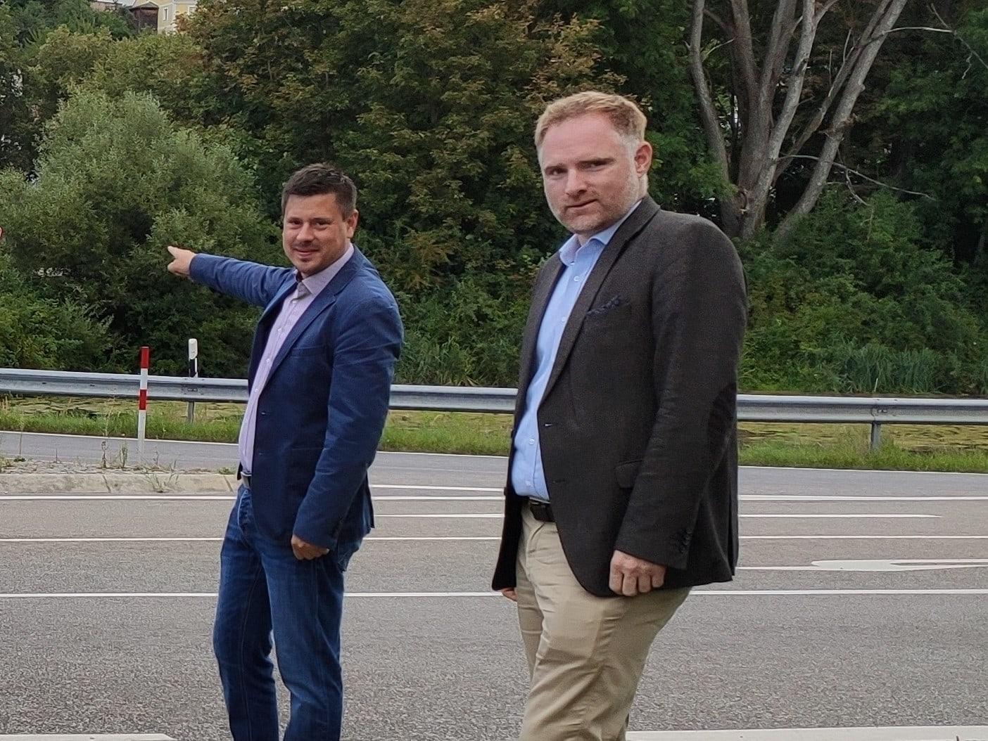 Bundesförderung macht Sporthallenanbau in Donaustauf erst möglich Der zweite Bürgermeister Herr Wolfgang Weigert setzt sich seit Jahren für die Baumaßnahme und die Förderung ein