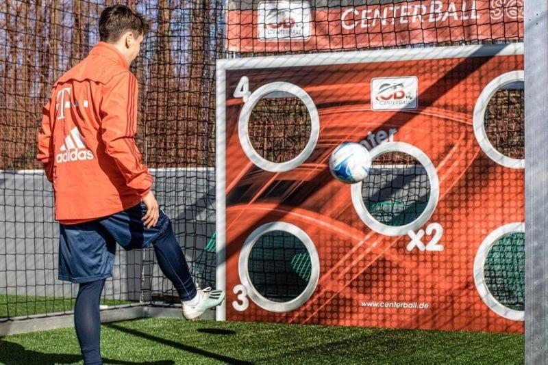 Einfaches Torwandschießen war gestern CenterBall ist eine dynamische, neue Fußballsportart aus Regensburg/ Am Samstag startet die neue Bezirksliga