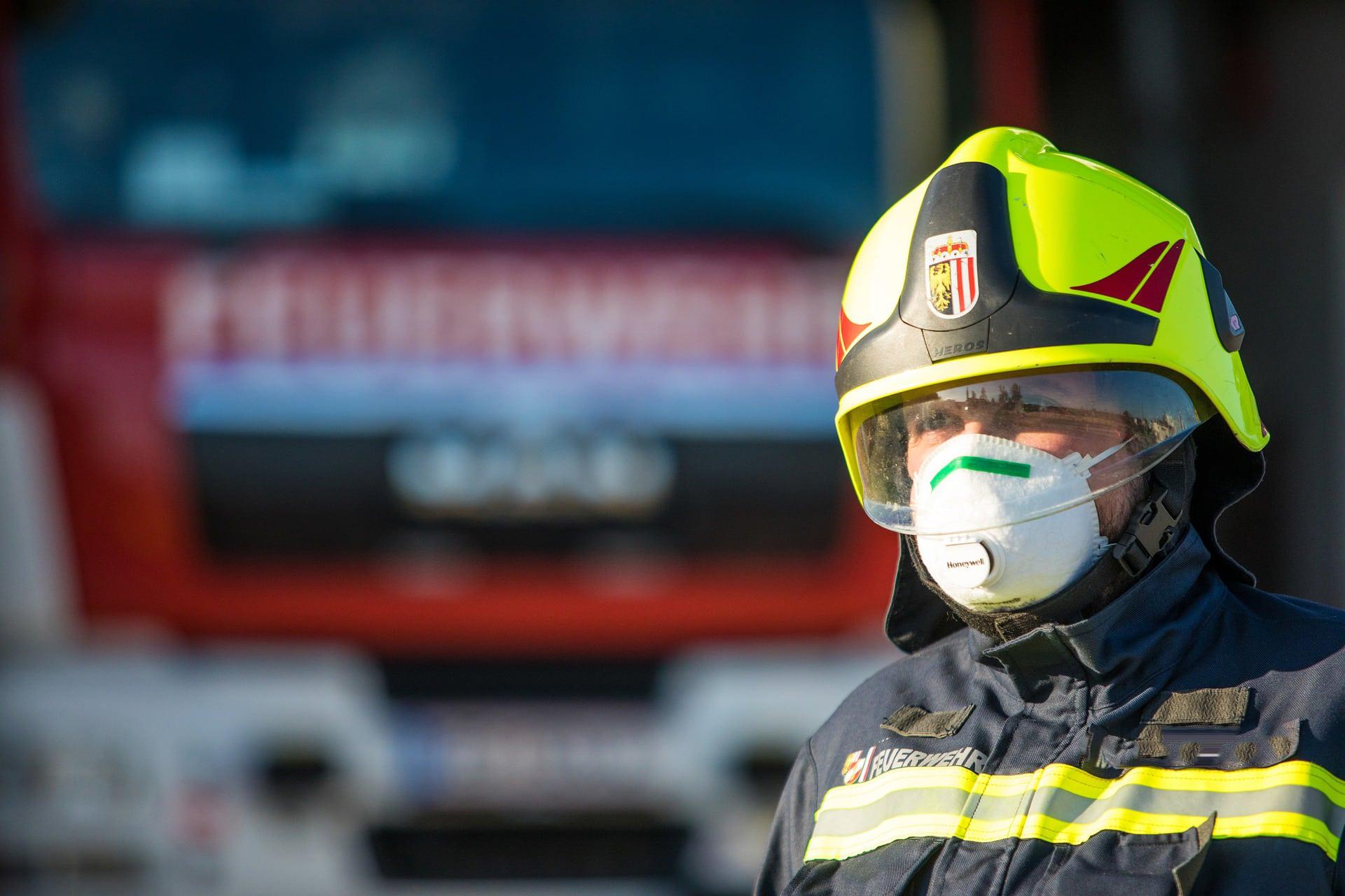 Mann bei Wohnungsbrand verstorben Feuerwehreinsatz in Mehrfamilienhaus in der Klenzestraße