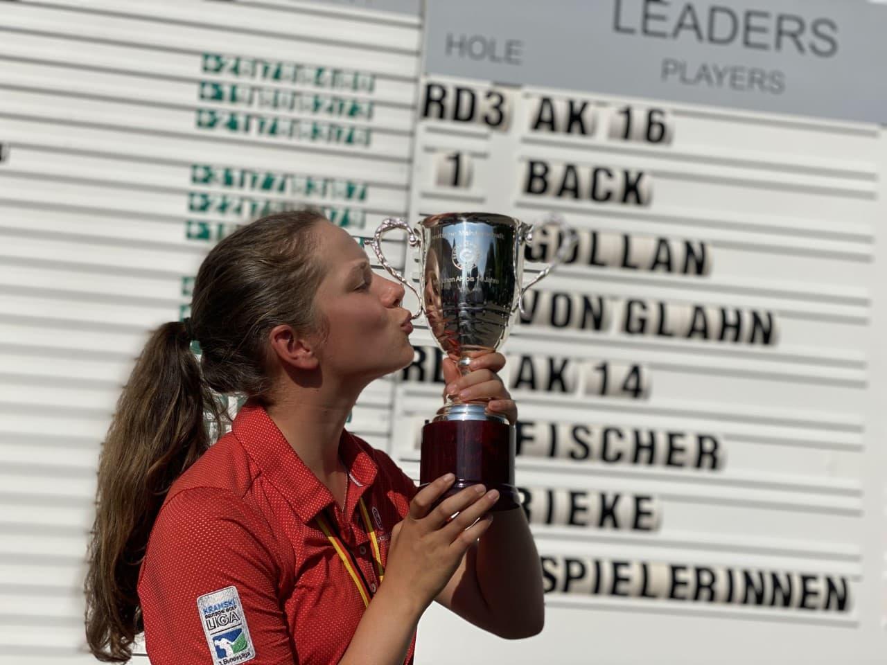 Mit einem Galaauftritt zum Kantersieg Das Regensburger Golftalent Marie-Agnes Fischer (14) holt den Deutschen Meistertitel in die Domstadt