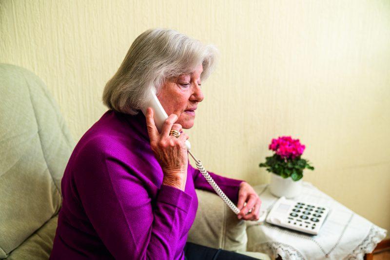 """Telefonbetrug: Jetzt sind 50.000 Euro weg! Frau (56) fällt auf """"falsche Polizisten"""" rein / Betrugsmasche nimmt in der Oberpfalz stark zu"""