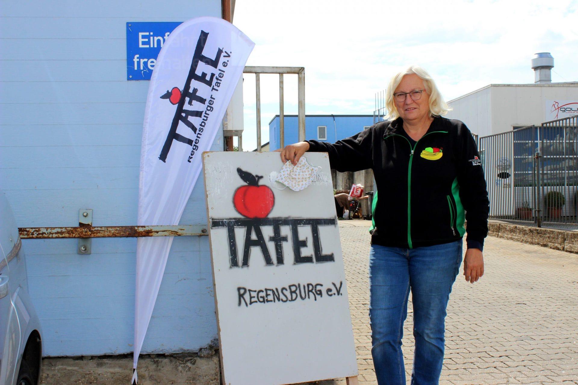 """Reibungslos in eine neue Ära Christine Gansbühler, Vorsitzende der Tafel Regensburg: """"Ich glaube wieder an Wunder!"""""""