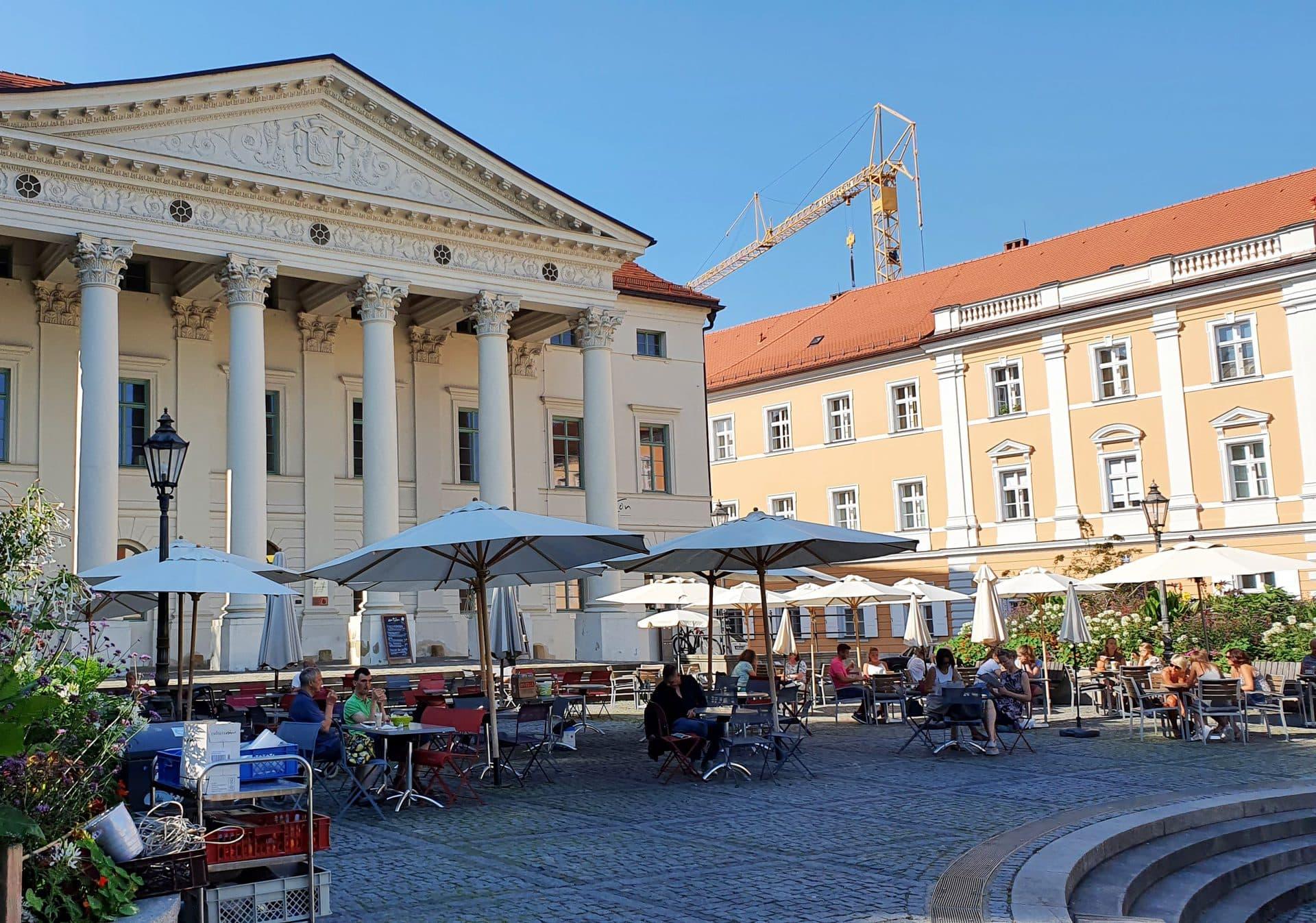 Trotz Corona: Regensburg erlaubt Christkindlmarkt und Freisitze auch den Winter über Stadtrat beschließt konkrete Maßnahmen, um betroffene Gastronomien zu unterstützen