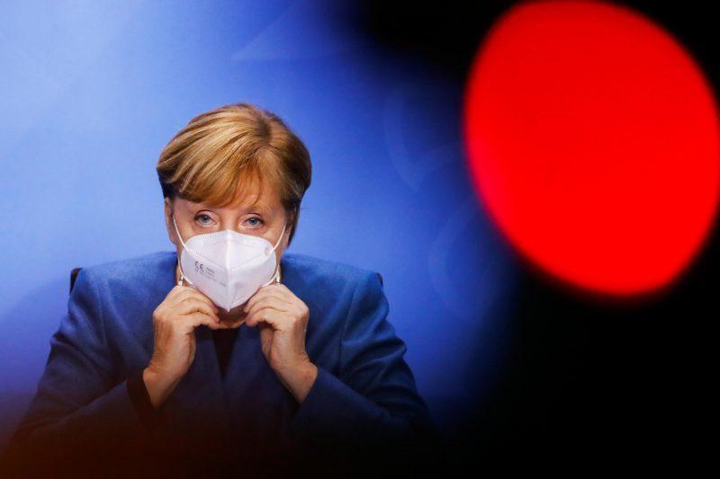 Teil-Lockdown: Merkel will schnell und unbürokratisch helfen Merkel rechtfertigt die harten Eingriffe