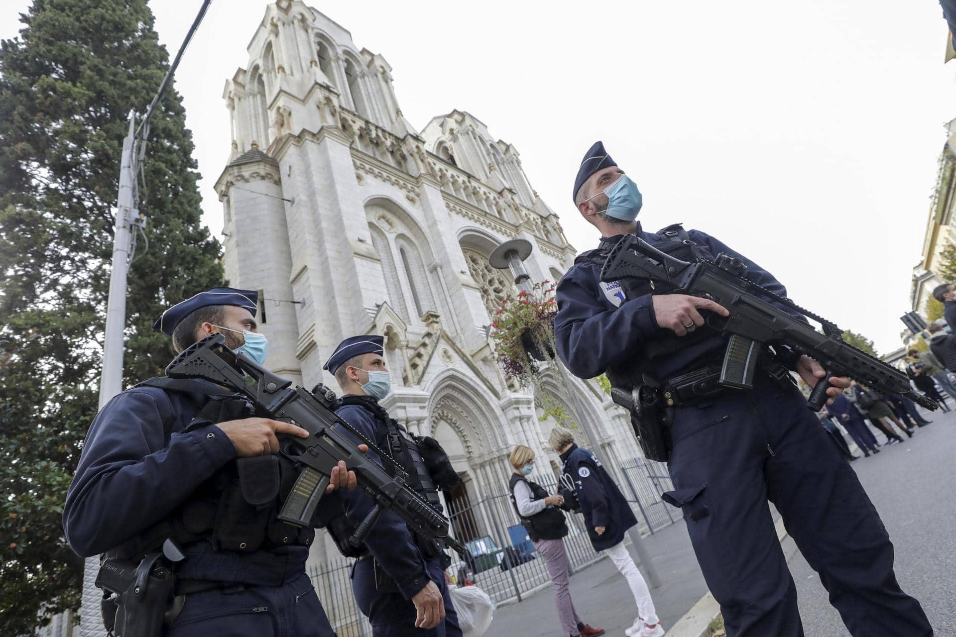 Nizza-Attacke: Festnahmen und Forderung nach EU-Antwort  Messerangriff mit drei Toten