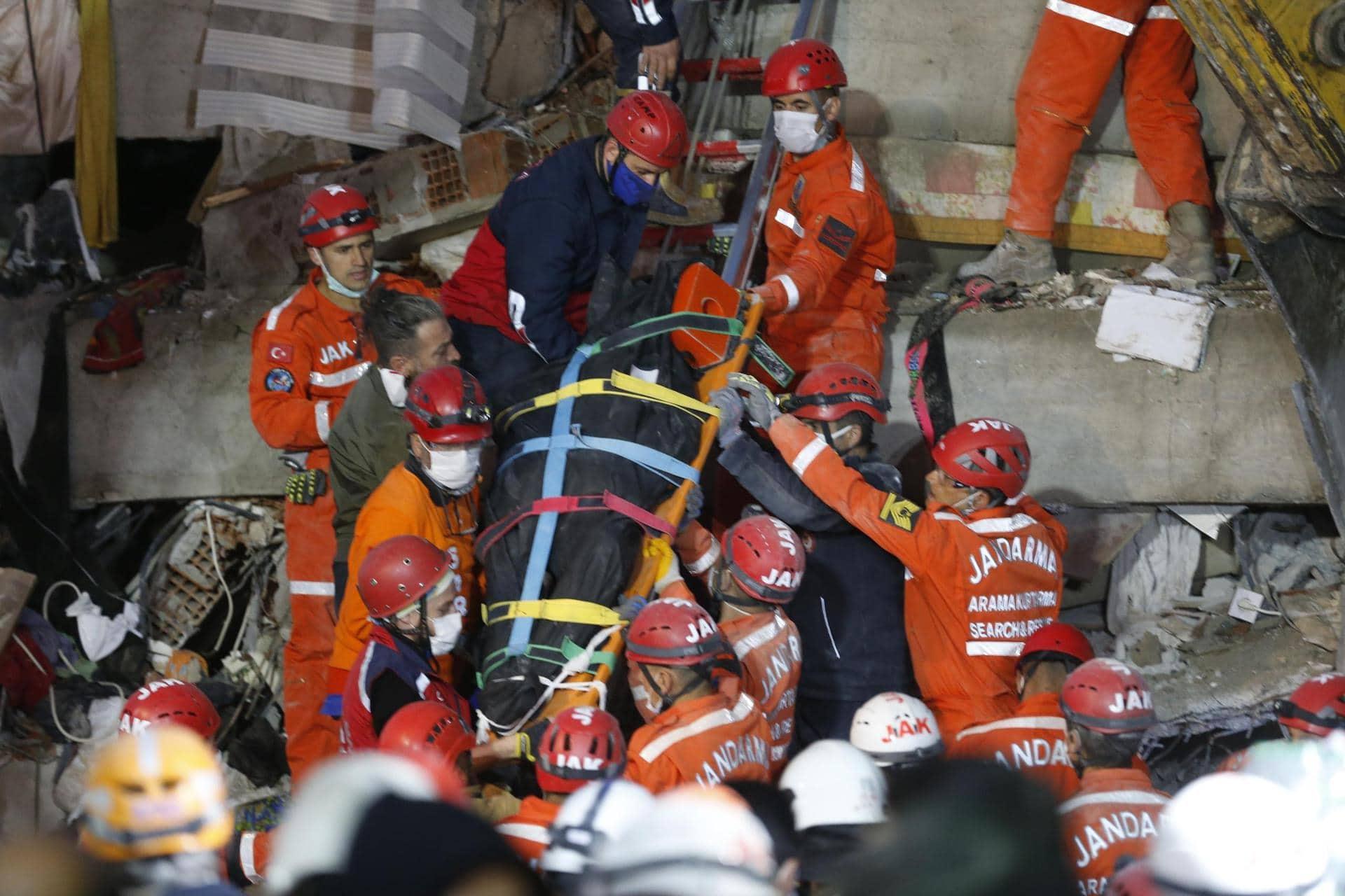 Kampf gegen die Zeit Türkei hofft nach Beben auf weitere Überlebende