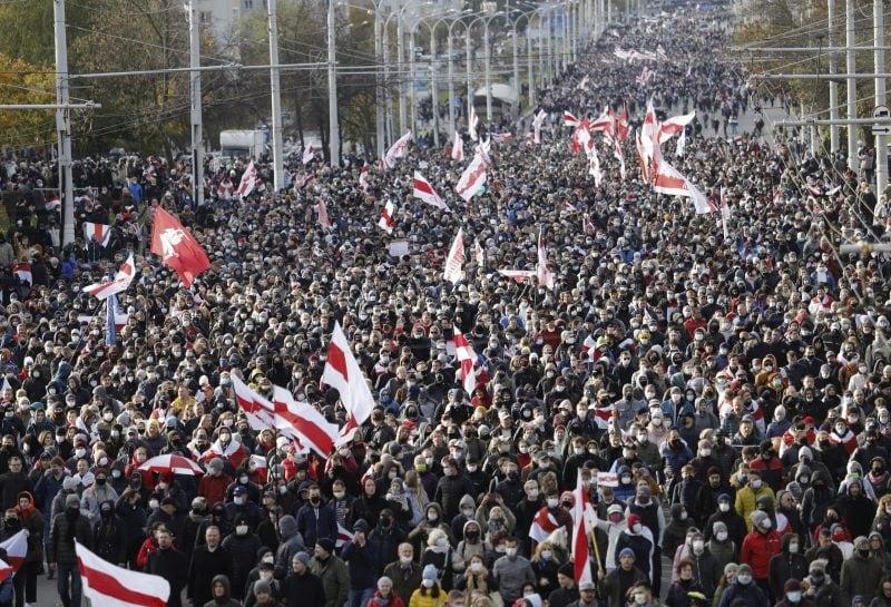 Es lebe Belarus Zehntausende protestieren gegen Staatschef Lukaschenko