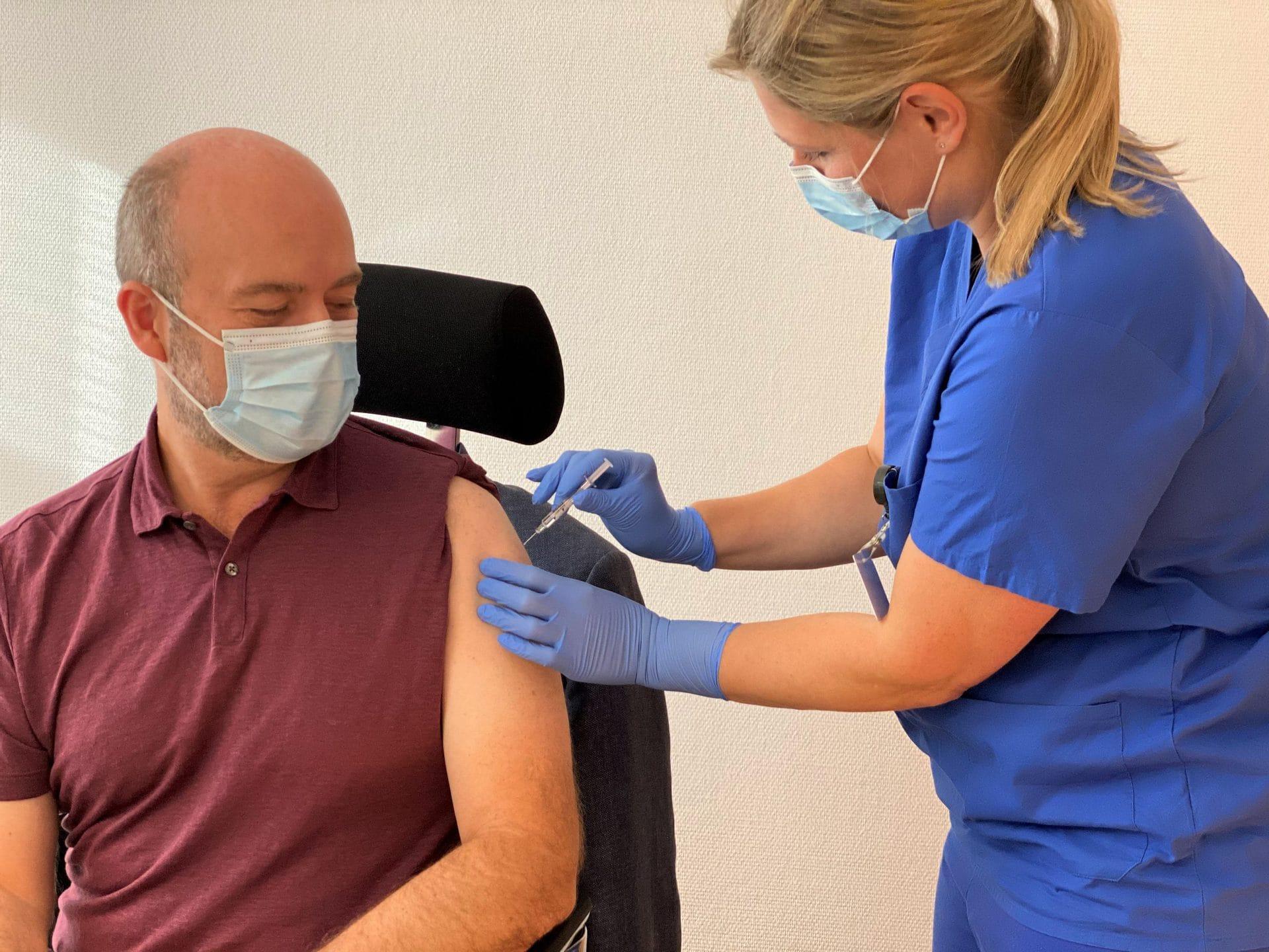 Impfquote bei Erstimpfungen bei 15,04 Prozent Im Landkreis Regensburg wurden bislang 41.188 Impfdosen verabreicht