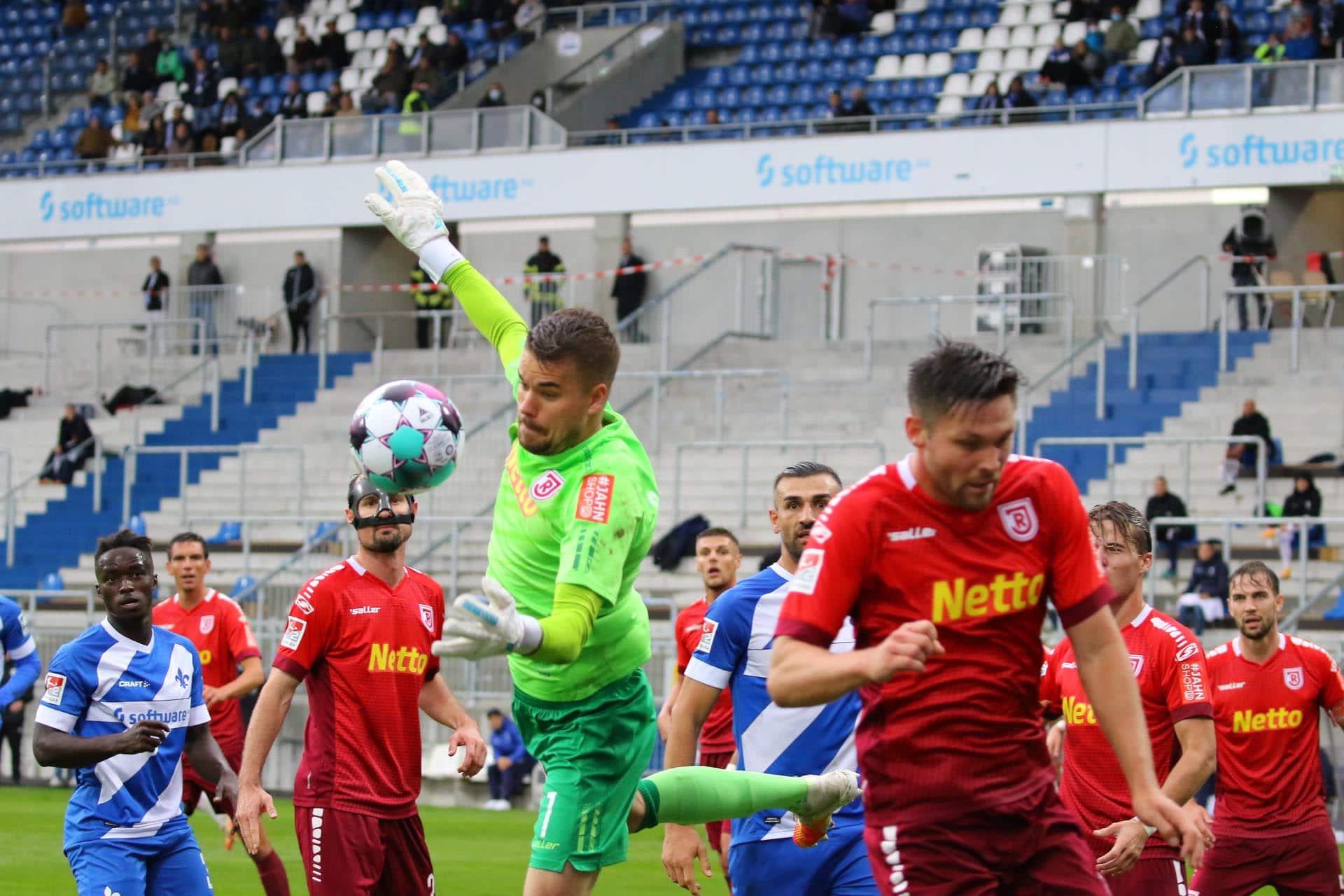Jahn-Elf hofft auf den ersten Saisonsieg Das Spiel gegen den punktlosen Karlsruher SC wird kein Selbstläufer, warnt Selimbegovic