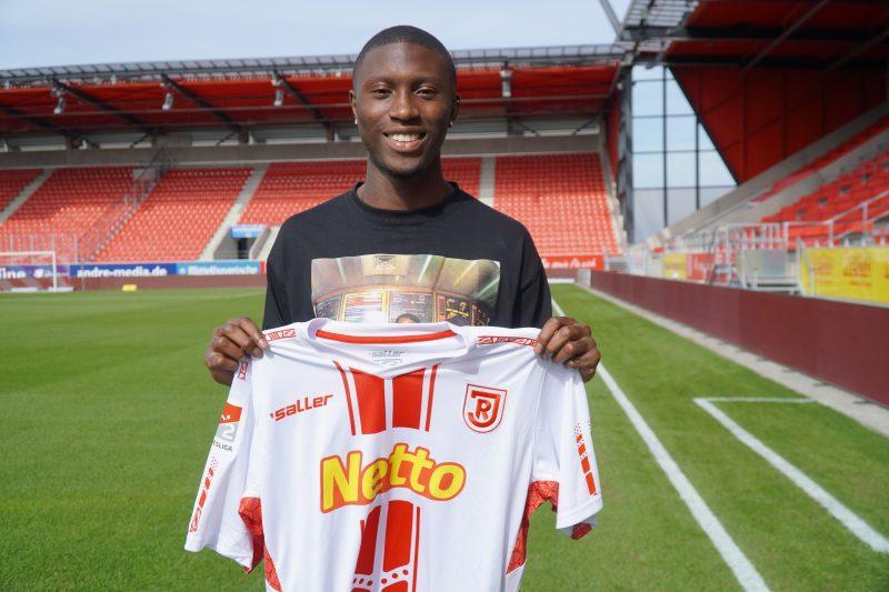 Jahn verpflichtet Aaron Opoku (21) vom Hamburger SV per Leihe Offensivspieler unterschreibt bis zum 30.06.2021 beim SSV Jahn Regensburg