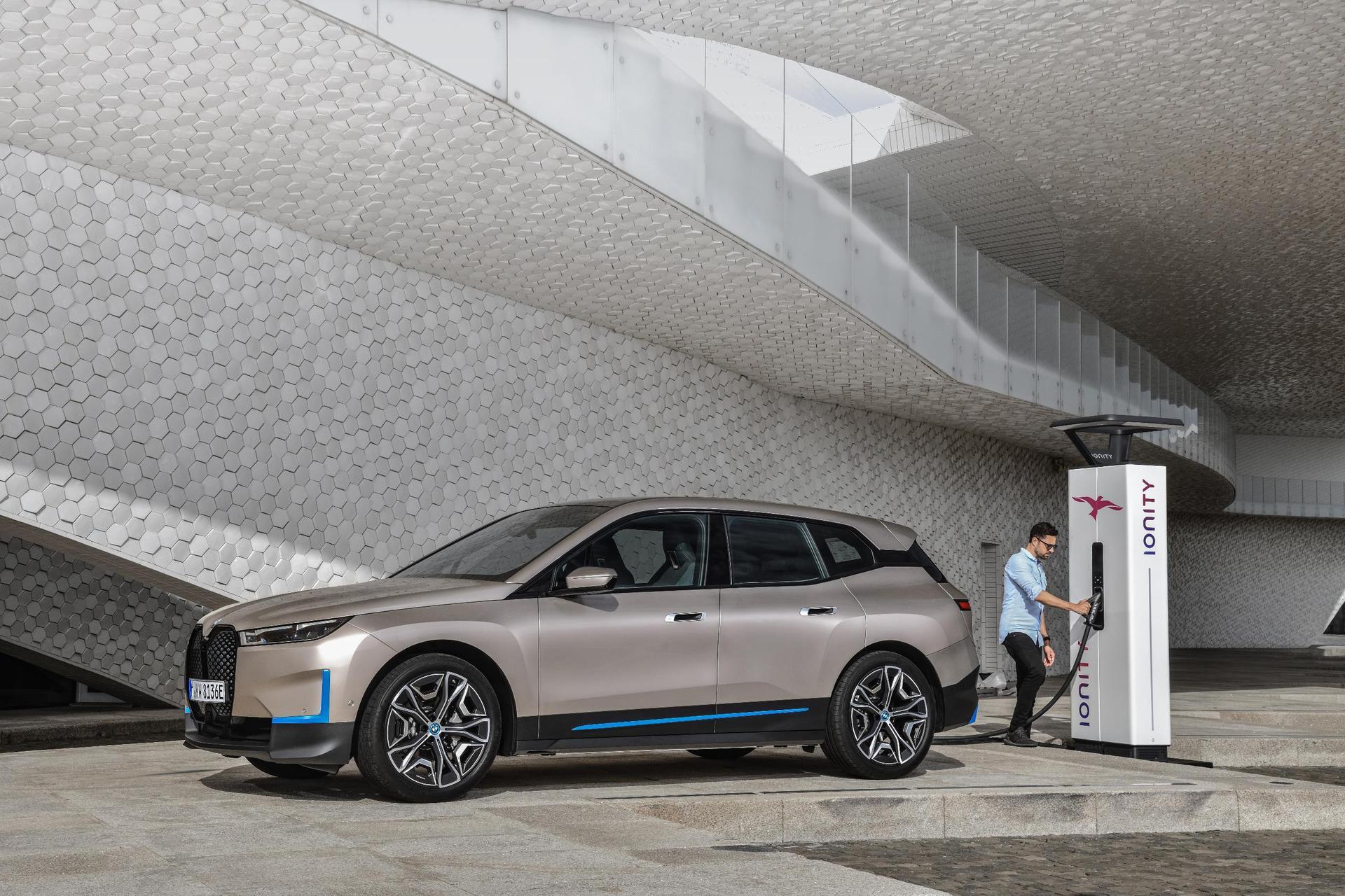 BMW präsentiert Elektro-Vorzeigemodell iX Elektro Luxus-SUV