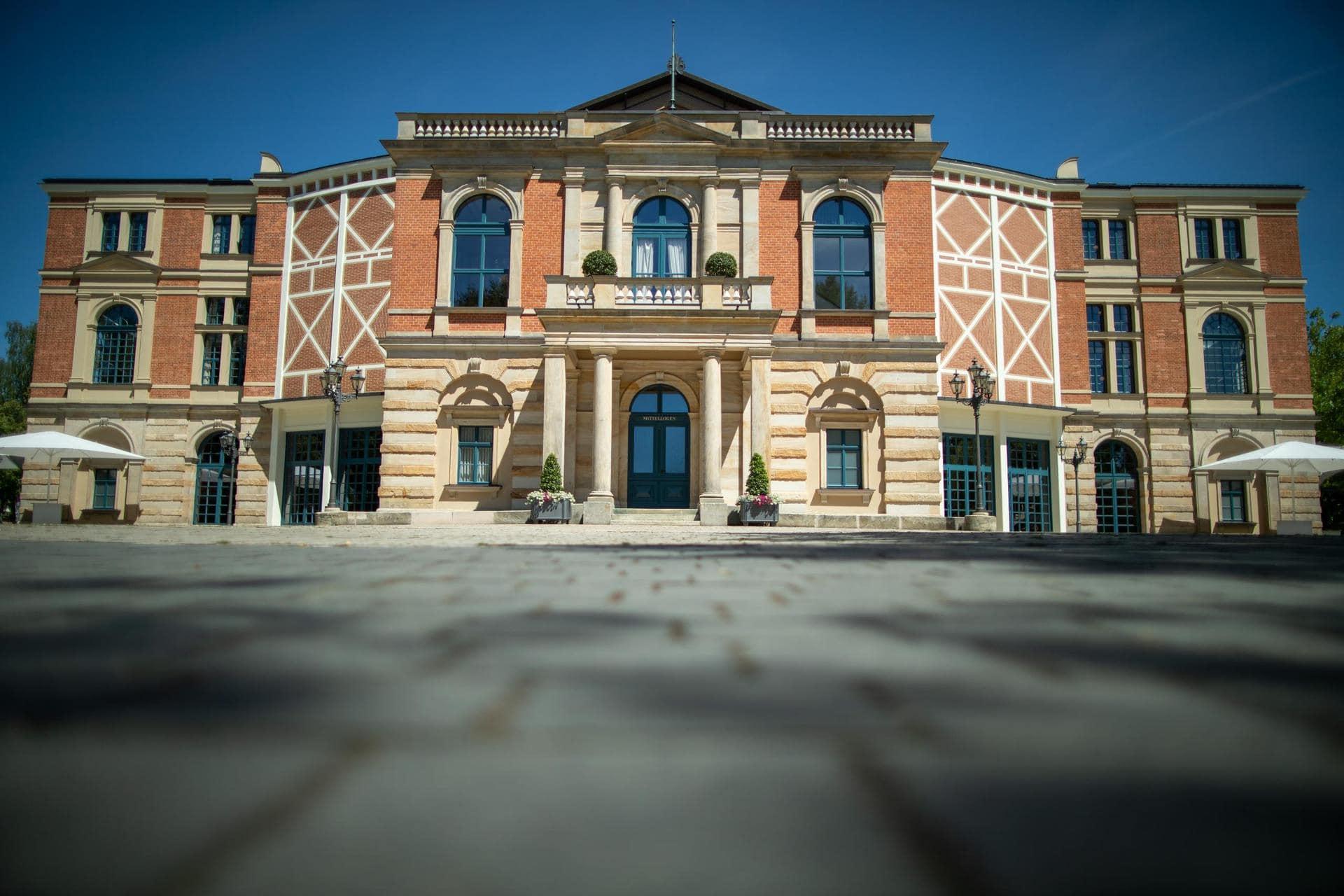Bund gibt rund 85 Millionen für Bayreuther Festspielhaus Sanierung des Bayreuther Festspielhauses