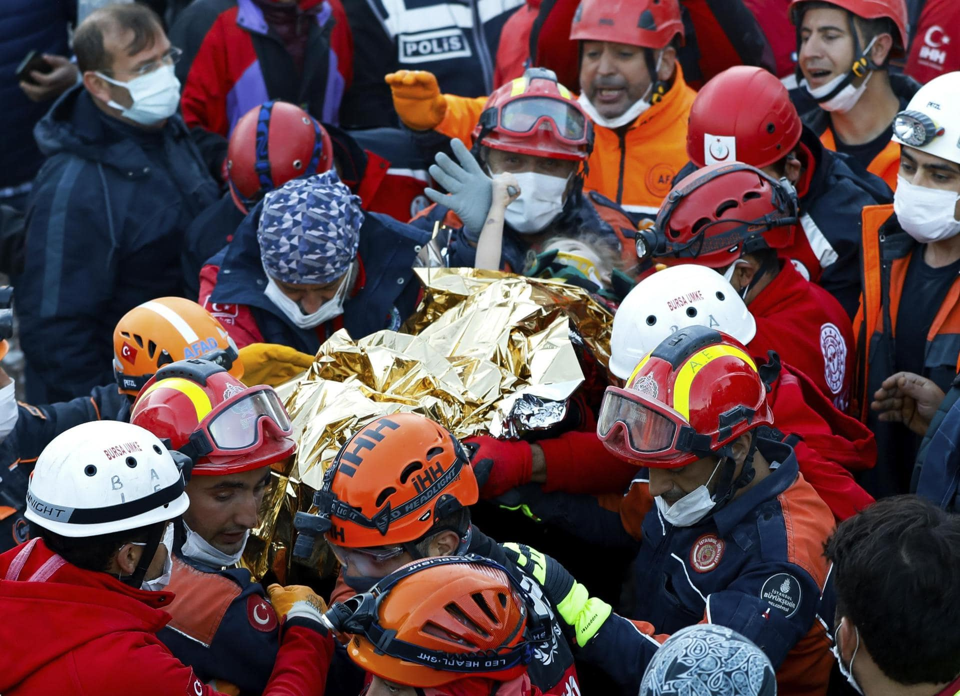 Dreijährige nach 65 Stunden aus Trümmern gerettet Jubel in Izmir nach schwerem Erdbeben in der Türkei