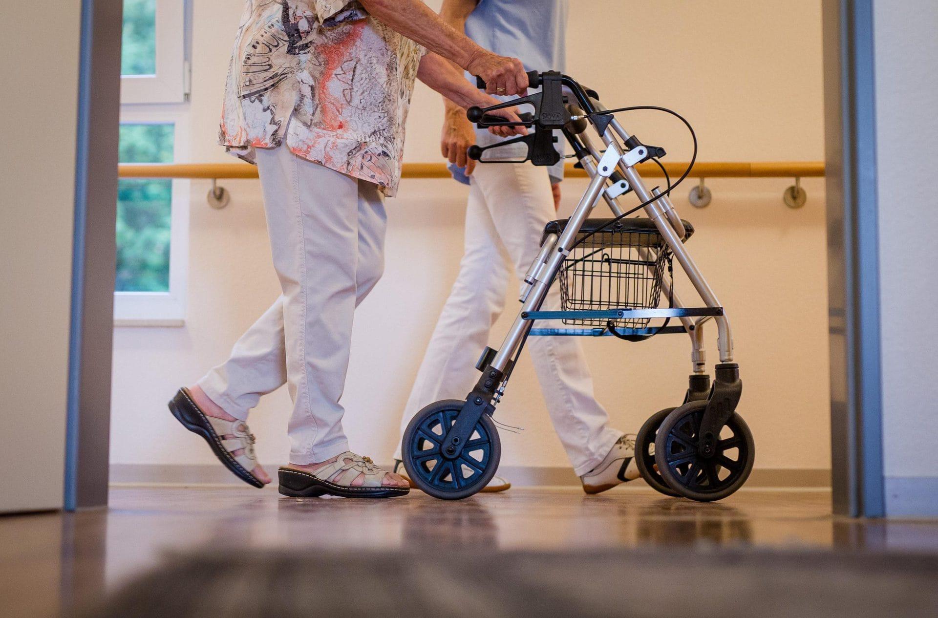 Eigenanteil für Heimpflege wird bei 700 Euro gedeckelt Pflegereform 2021