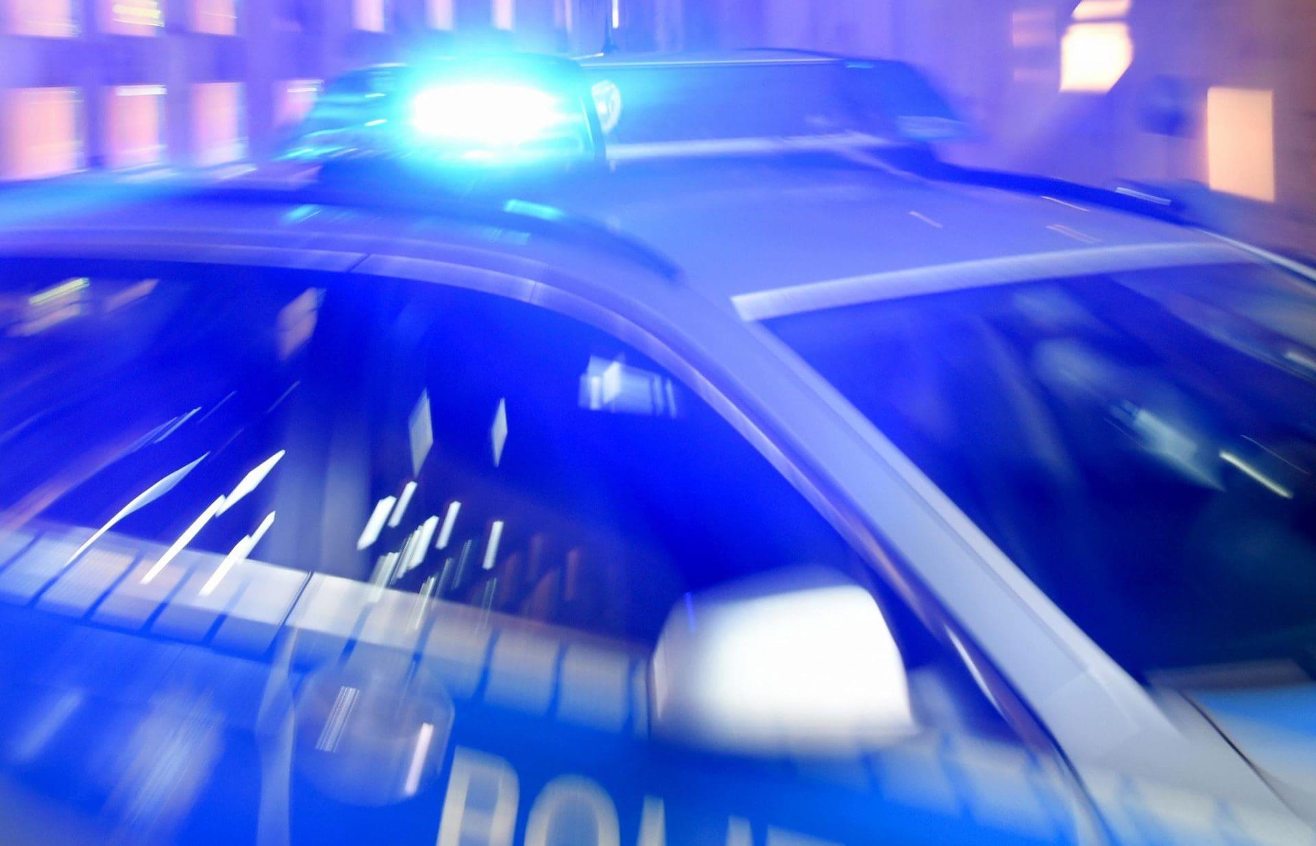 17-Jährige stirbt nach Kollision mit Viehtransporter Bei Wenzenbach ist die Fahrerin eines Leichtmotorrads im Krankenhaus gestorben