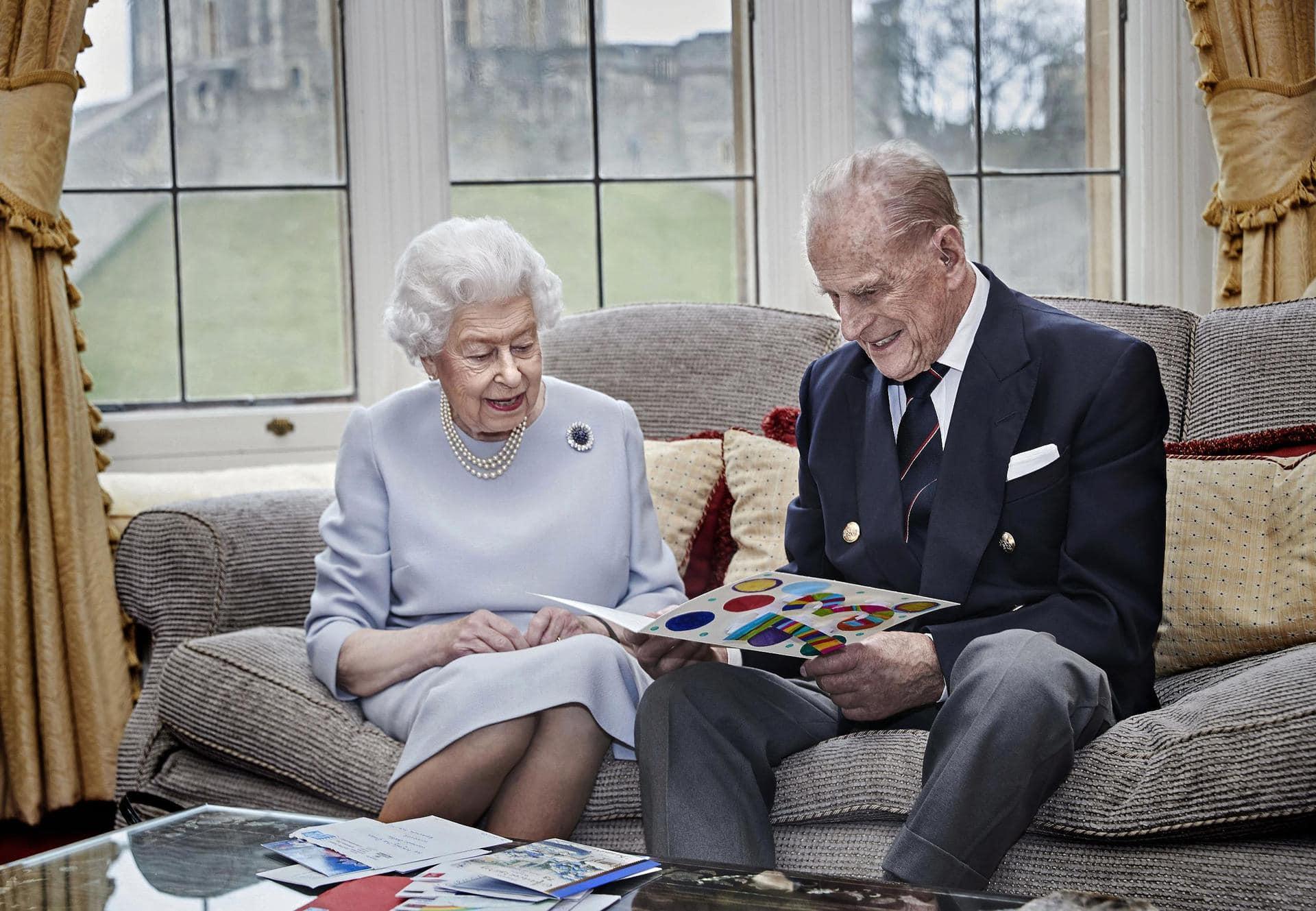 Queen Elizabeth und Prinz Philip feiern 73. Hochzeitstag 2500 Geschenke aus aller Welt