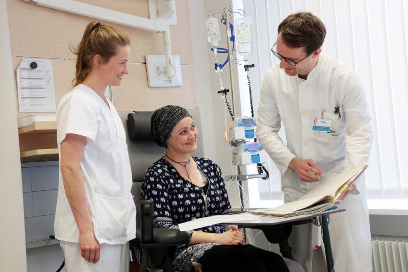 """In der internationalen onkologischen Spitzenmedizin bestätigt Das Universitätsklinikum Regensburg (UKR) und das Comprehensive Cancer Center Ostbayern (CCCO) zählen zu den """"World's Best Specialized Hospitals 2021"""" im Bereich Onkologie."""