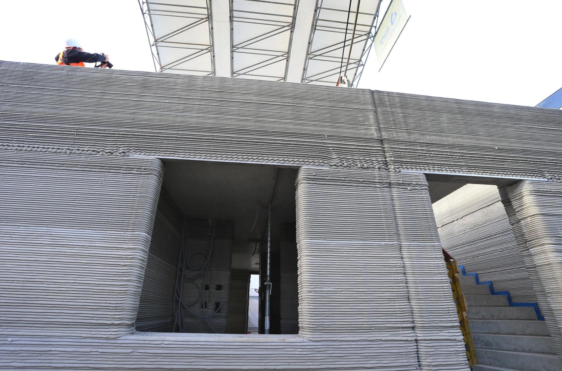 Unternehmen baut Mehrfamilienhaus mit dem 3D-Betondrucker Das größte gedruckte Wohnhaus Europas