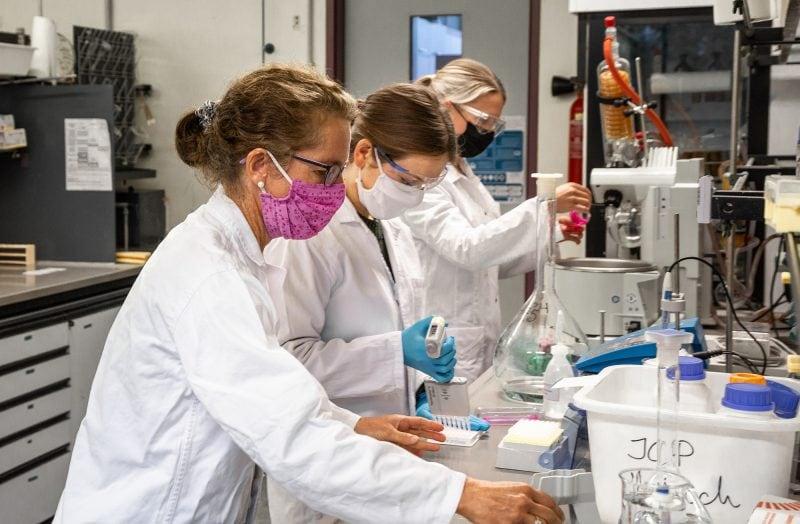 Schneller und kostengünstiger zum Nachweis der COVID-19-Immunität Regensburg: Forschungsprojekt zur Entwicklung von Schnelltests wird mit einer halben Million Euro gefördert