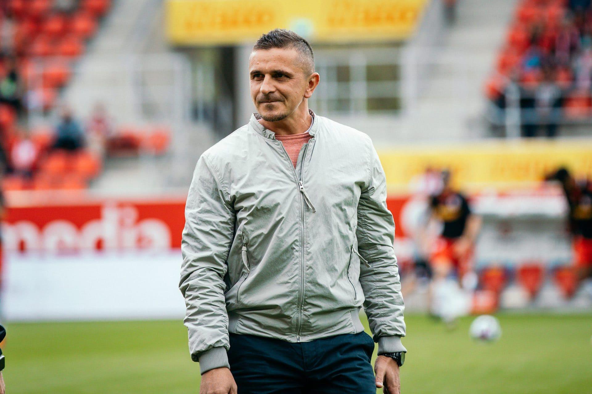 """""""Wir sind bereit"""", sagt Mersad Selimbegovic vor dem Saisonstart Der Jahntrainer und sein Team müssen sich am Samstag bei Darmstadt 98 beweisen"""
