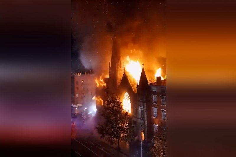 Feuer zerstoert historische Kirche