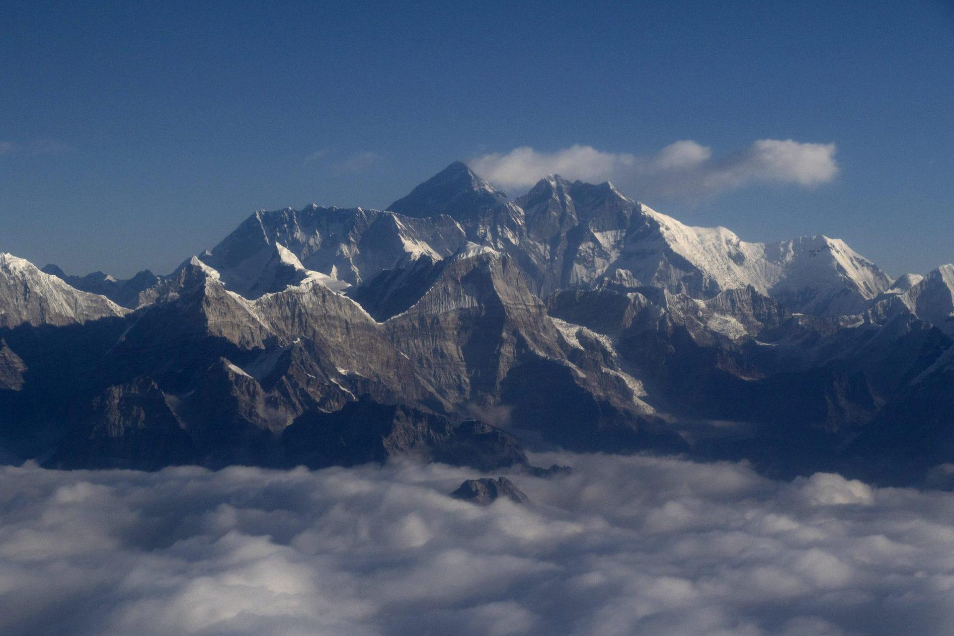 Mount Everest ist jetzt offiziell 86 Zentimeter höher Neue Berechnung