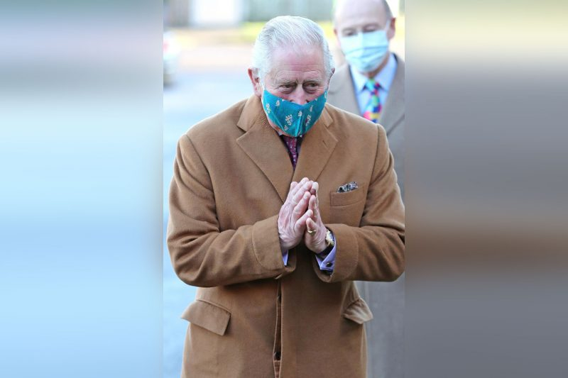 Der britische Prinz Charles auf dem Weg ins Impfzentrum des Gloucestershire Royal Hospital.