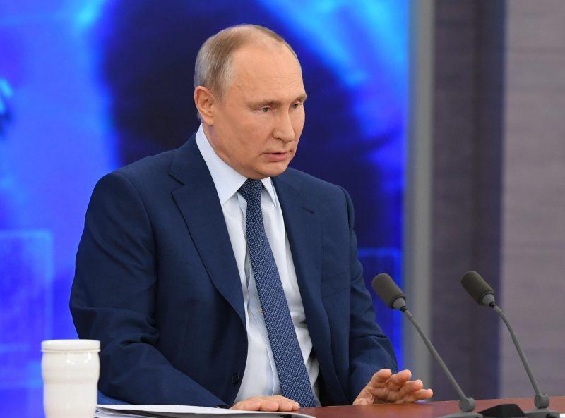 Der russische Präsident Wladimir Putin spricht bei der großen Pressekonferenz