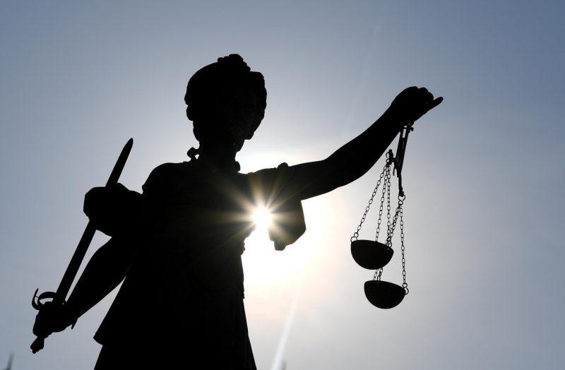 Eine Statue der Justitia
