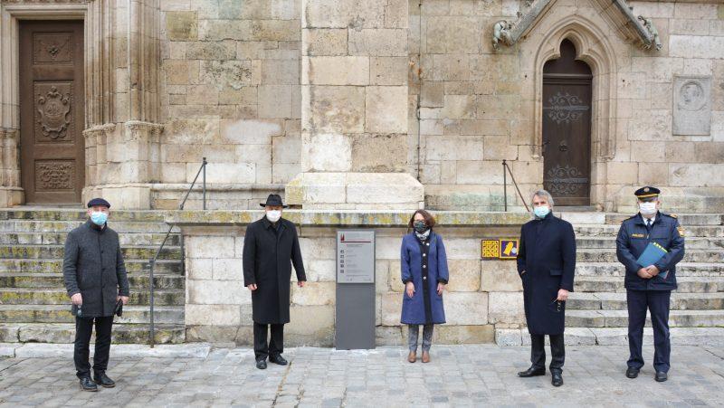Regensburger Dom noch besser schützen Neue Hinweistafeln informieren die Besucher