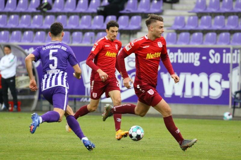 Jahn Regensburg entdeckt die Schönheit Nicht mehr nur lange Bälle nach vorne: Das Spiel des Fußball-Zweitligisten wird immer ansehnlicher.