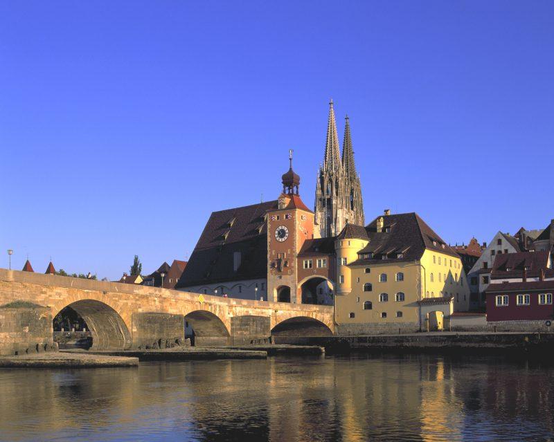 Steinerne Brücke und Dom 1