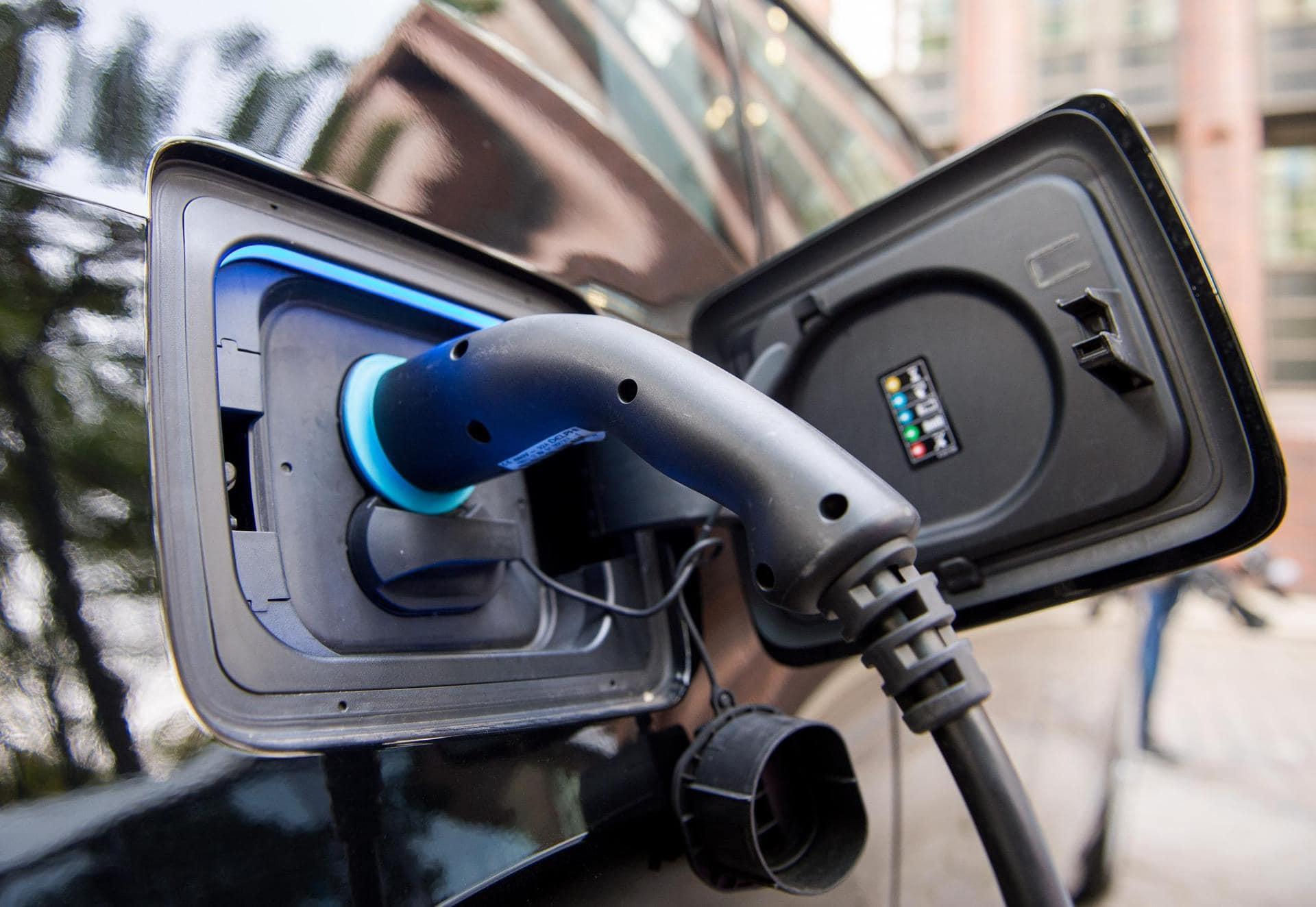 Aufgestockte Förderprämie führt zu Rekordzahlen bei E-Autos Verkauf angetrieben
