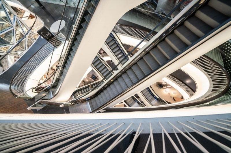 Menschenleer sind die Rolltreppen in einem Einkaufszentrum