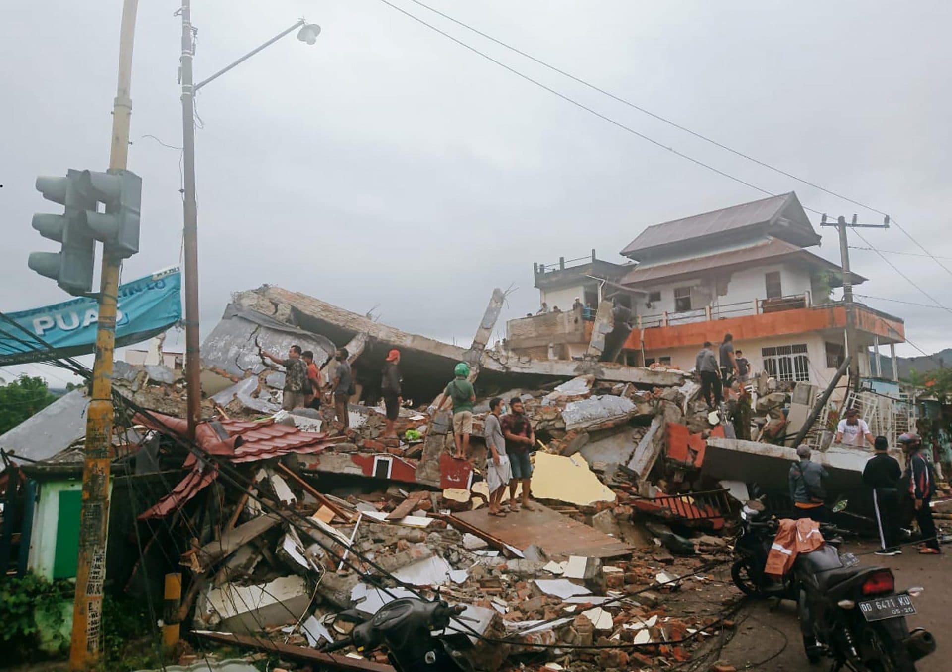 Dutzende Tote bei Erdbeben in Indonesien Pazifischer Feuerring