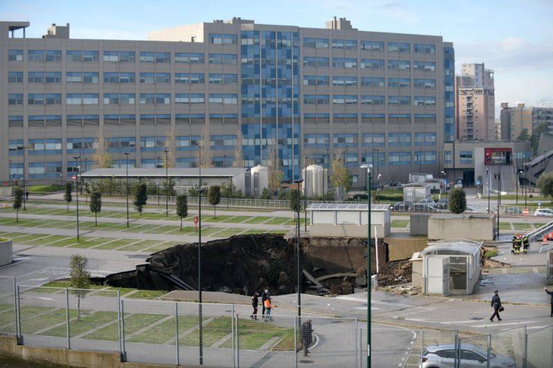 Krankenhaus-Parkplatz in Neapel eingestürzt