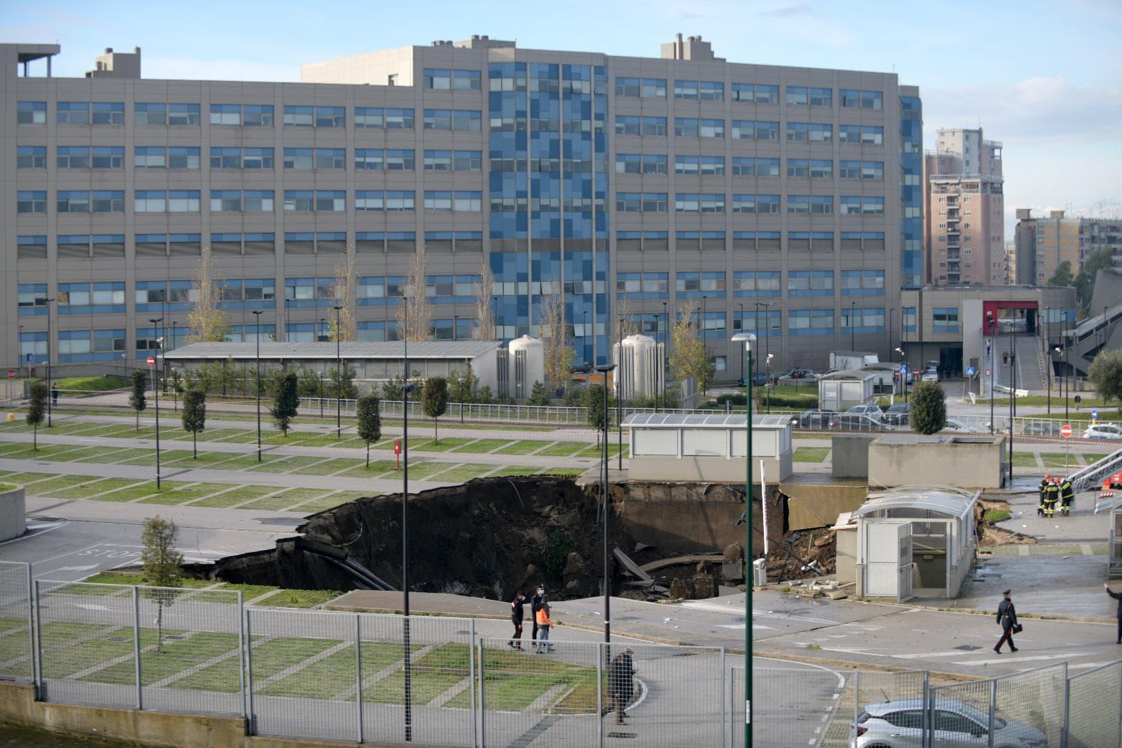 Krankenhaus-Parkplatz in Neapel eingestürzt Süditalien