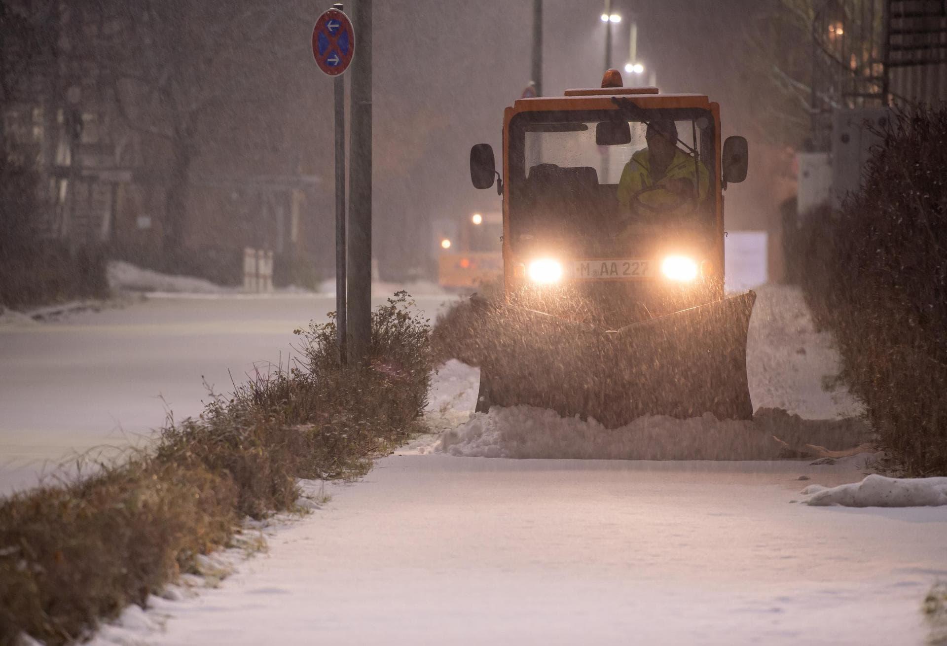 Schnee und glatte Straßen führen zu Unfällen In der Oberpfalz